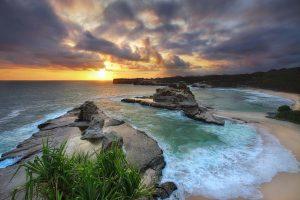 Pesona Keindahan Pantai Klayar Pacitan yang Eksotis